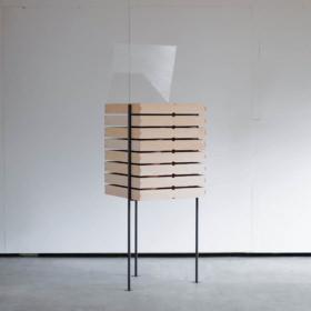 三本脚のドロワー | Three-Legged Drawer